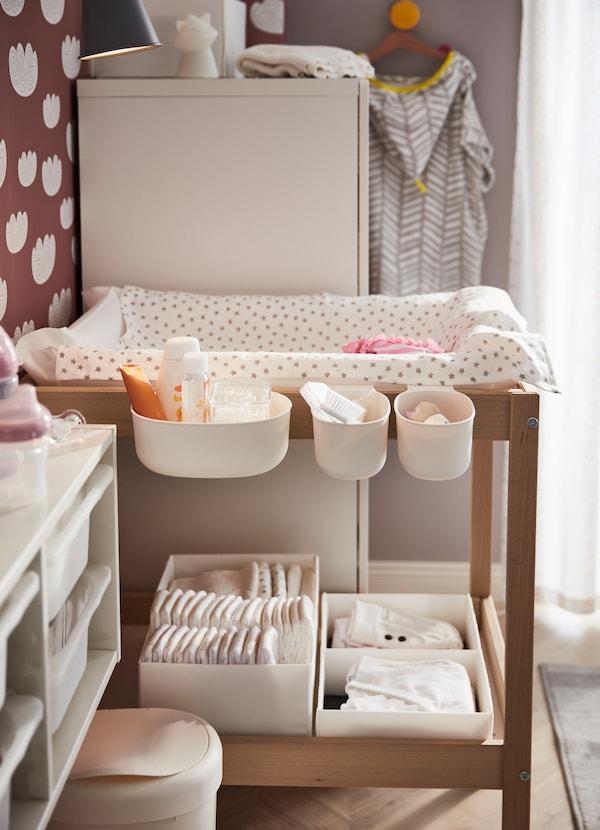 ideas de almacenamiento de juguetes para bebés Una Habitacin De Beb Con Mucho Almacenaje IKEA