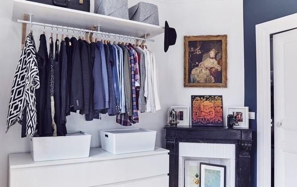 Camera da letto con guardaroba a giorno. - IKEA