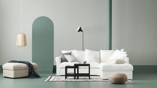 canapé-blanc-repose-pied-blanc-et-beige