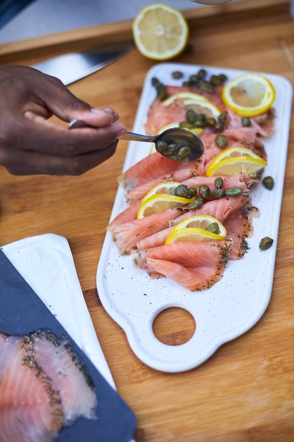 Canapés de salmón ahumado con alcaparras
