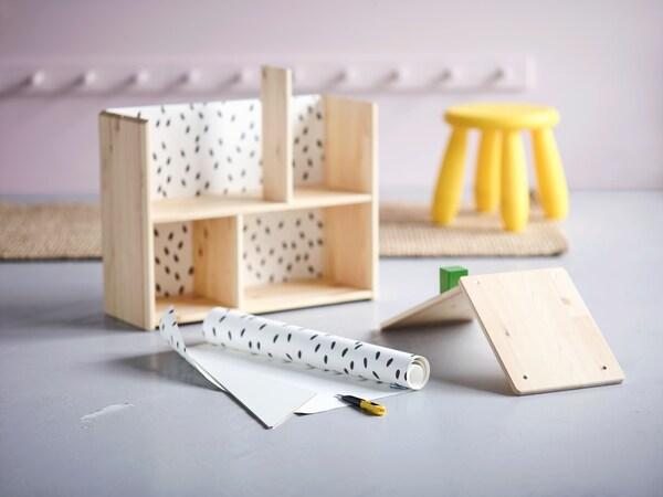 Casita de madera en construcción.