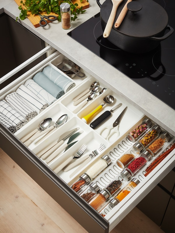 Cassetto con divisiorio, posate e portaspezie - IKEA