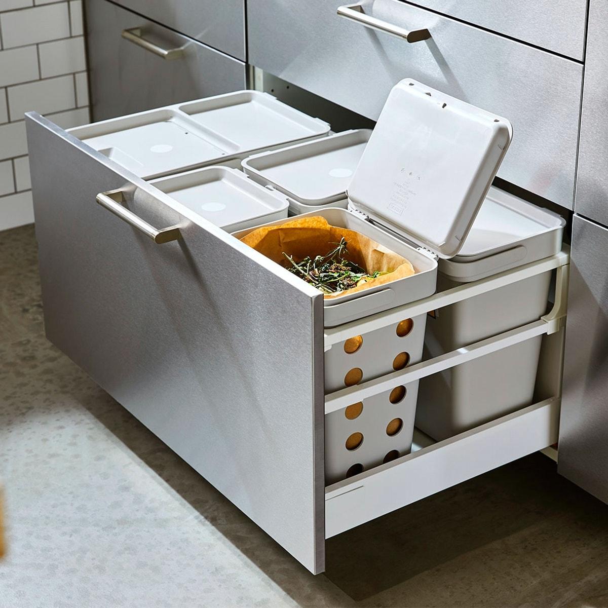 Cassetto cucina con sistema componibile per la raccolta differenziata - IKEA