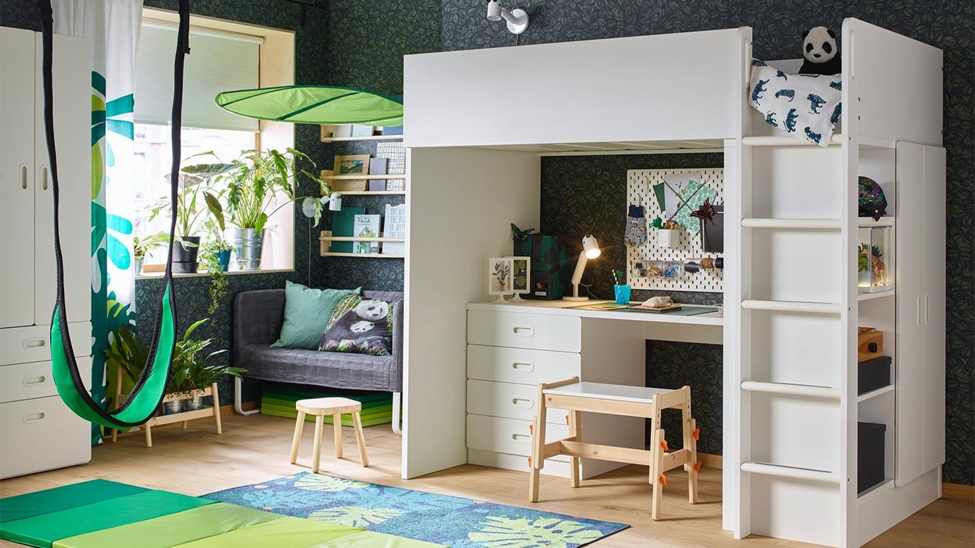 Chambre Avec Une Touche Exotique Pour Un Enfant Avec Lit Mezzanine Et Bureau