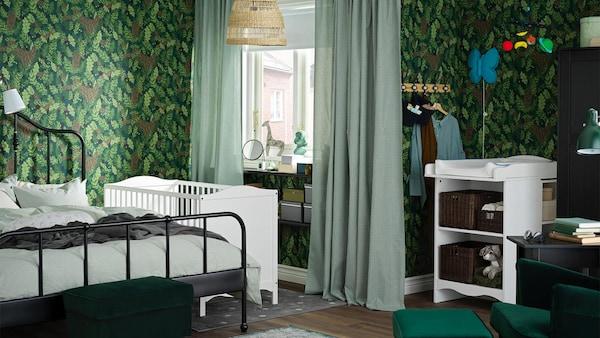 chambre-bebe-verte-lit-table-langer-IKEA