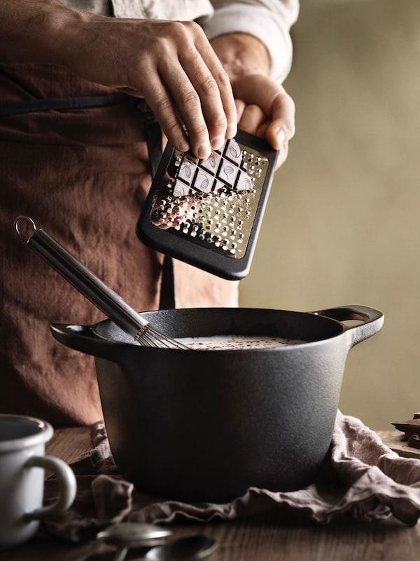 Chef making hot chocolate in VARDAGEN cast iron pot
