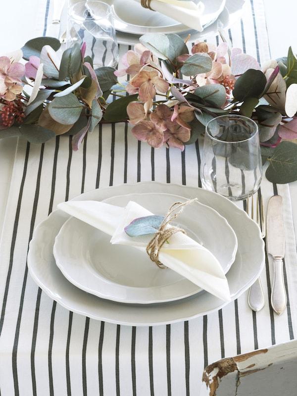 "Chemin de table, motif rayé blanc/gris1 ' 2 ""x110 "" (35.5x280 cm) 12,99 $  Ajo"