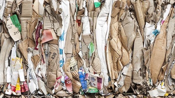 Chez IKEA, nous pensons que les déchets ont de la valeur et nous voulons vous aider à penser de même. Car quand nous produirons moins de déchets, nous laisserons une planète plus propre et saine aux générations à venir.