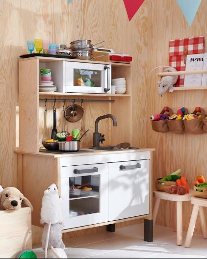 Children's toy kitchen with kitchen accessories