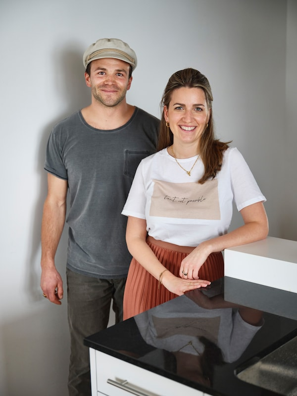 Chris (30) and Jasmin (30) have been together for ten years. The landscape gardener and the project manager for a communications agency have been living in Männedorf since October 2020.
