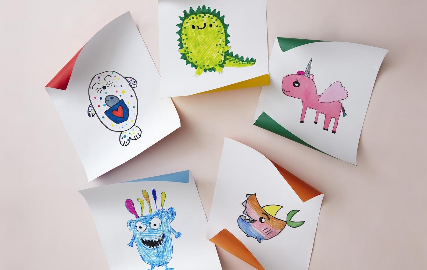 Cinq dessins d'enfants colorés représentant des créatures imaginaires.