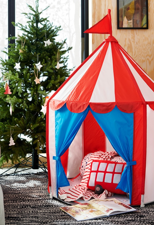 CIRKUSTÄLT children's tent in a living room with a decorated Christmas tree in the back