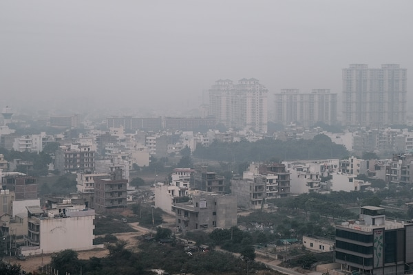 Ciudad cubierta de contaminación
