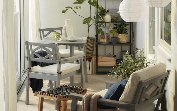 Close-up of a balcony with grey BONDHOLMEN outdoor furniture.
