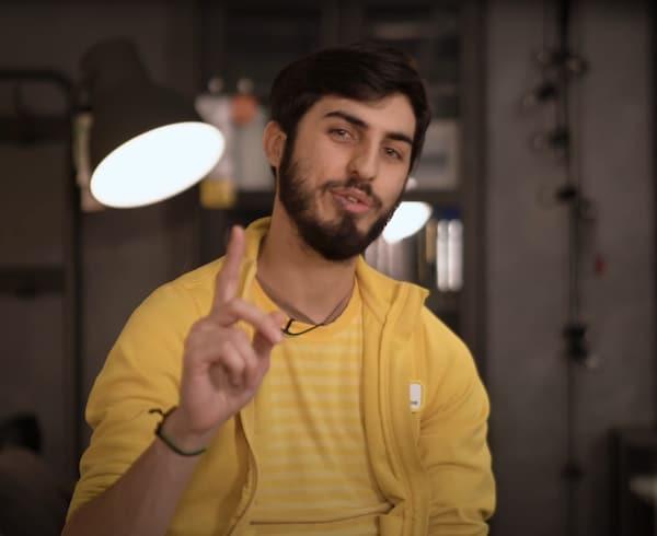 collaborateur ikea t shirt jaune, conseil pour salon