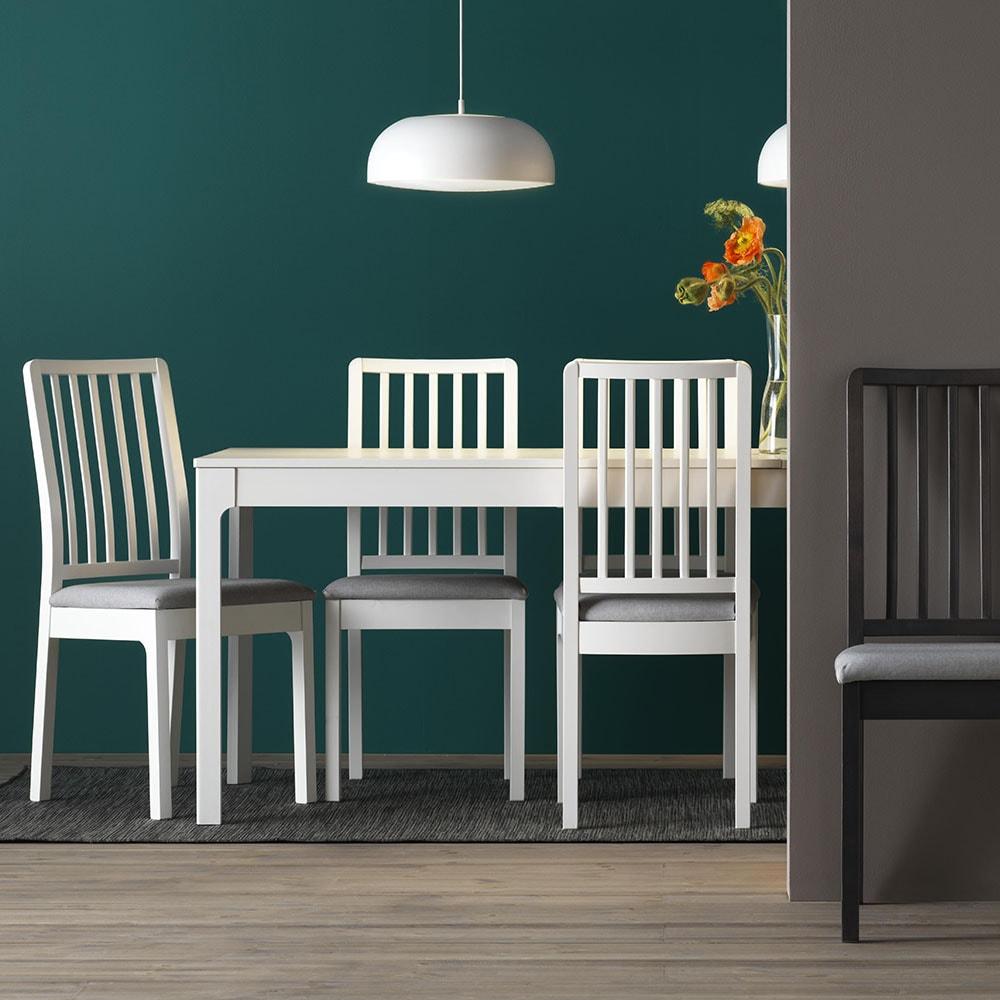Parfait Collection De Tables Et Chaises Classiques Et Fonctionnelles.