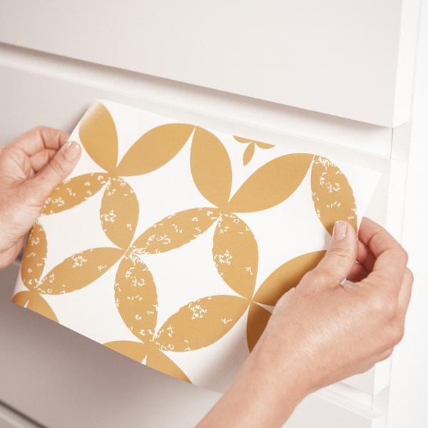 Collez les différents morceaux de papier ensemble.