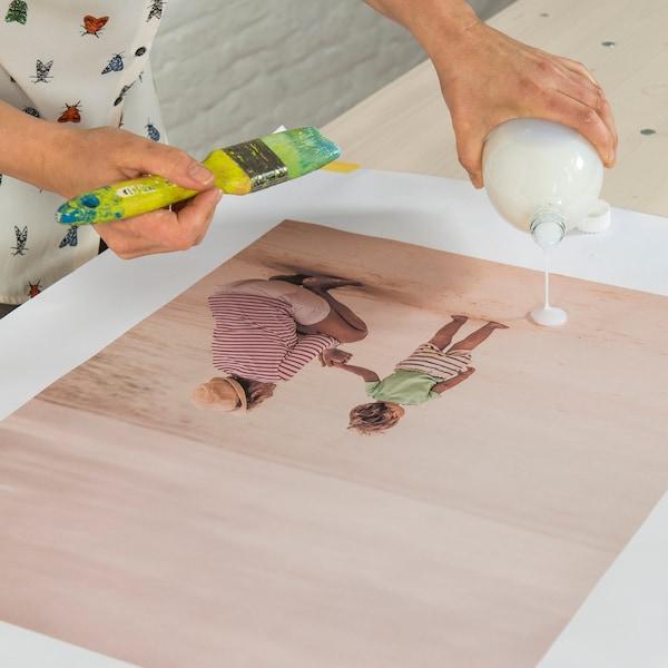 Commencez par préparer l'imprimé que vous voulez appliquer à la chaire.