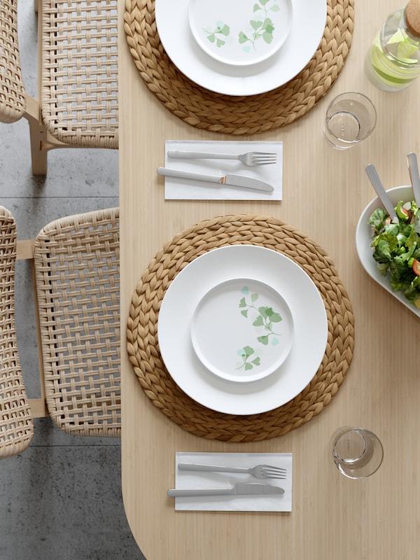 cómo decorar la mesa con manteles individuales