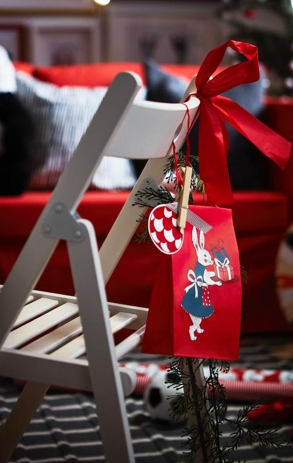 Cómo decorar las sillas en Navidad