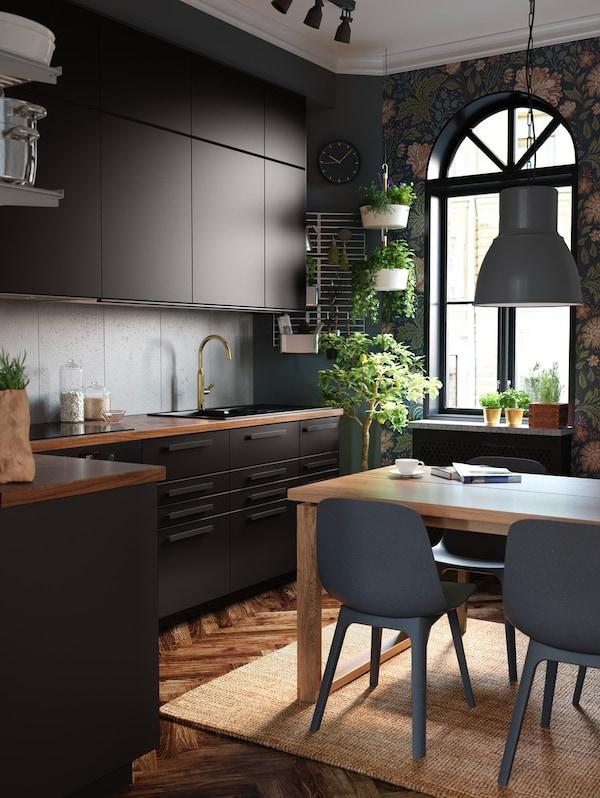 Cómo decorar una cocina moderna en negro