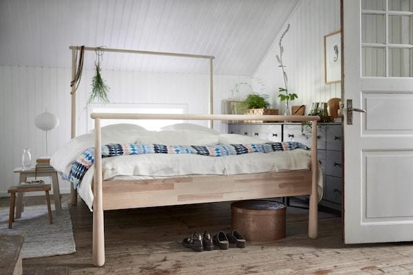 Cómo decorar una habitación con una cama como protagonista