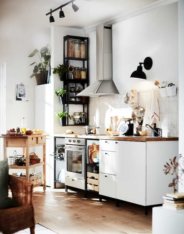 cómo ganar más espacio en una cocina pequeña