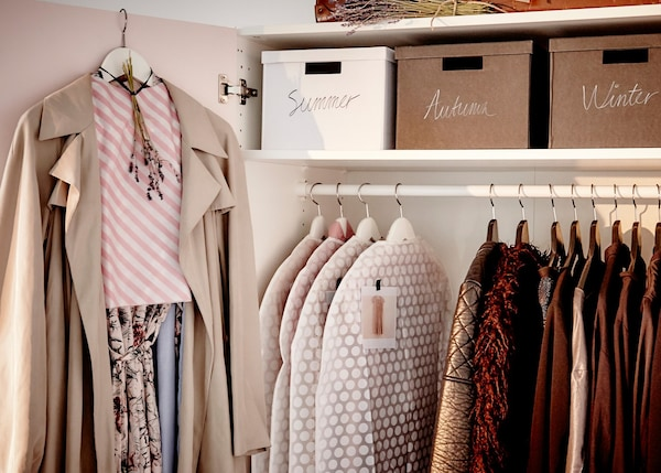 Cómo guardar vestidos y trajes delicados