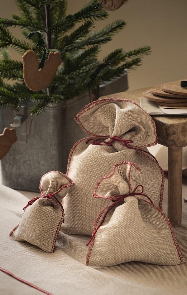 Cómo hacer saquitos de tela navideños