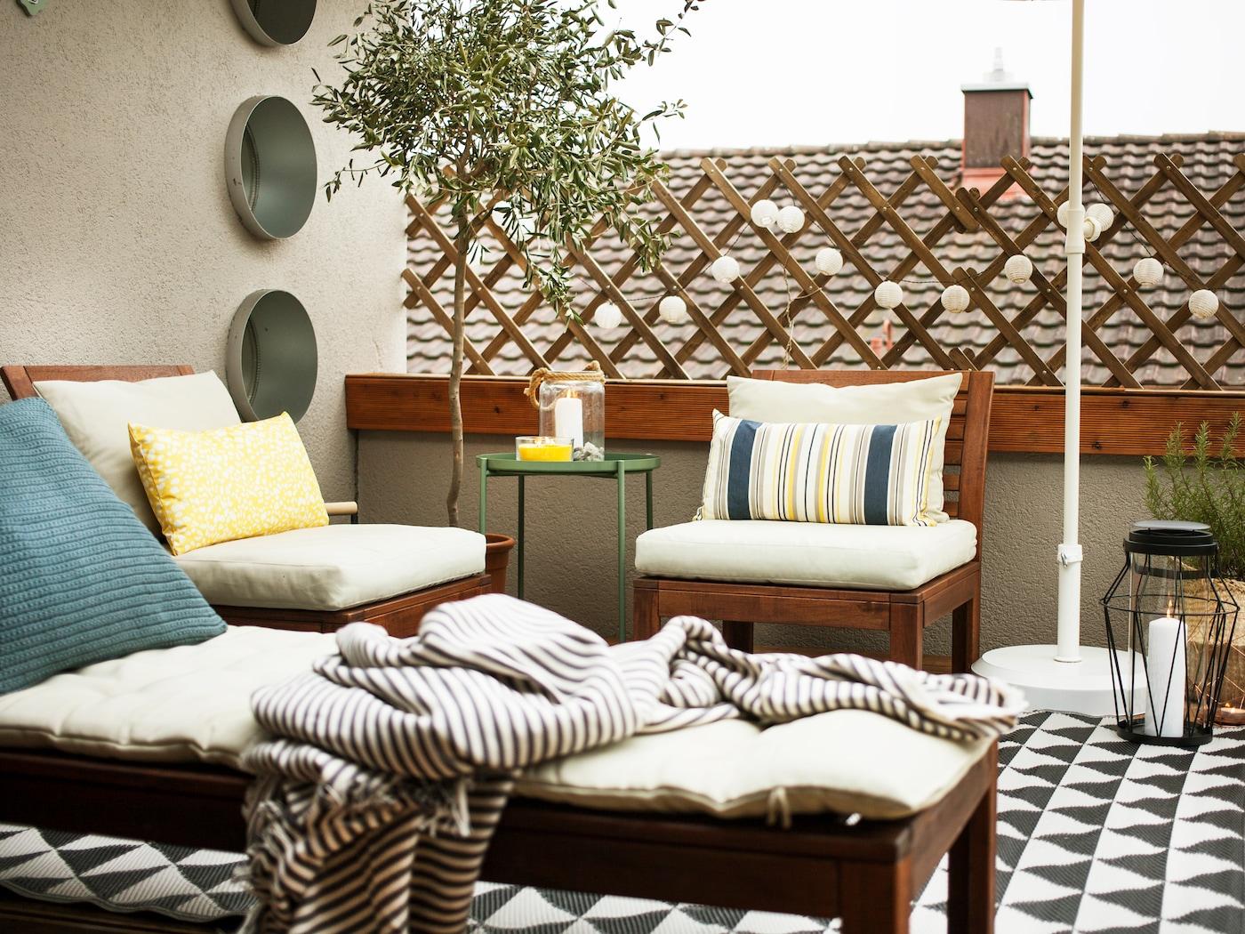 Comodi mobili da giardino con i tessili IKEA