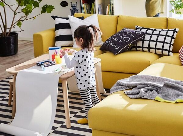 Con il divano giallo a tre posti VIMLE di IKEA porti comfort e allegria nel tuo soggiorno.