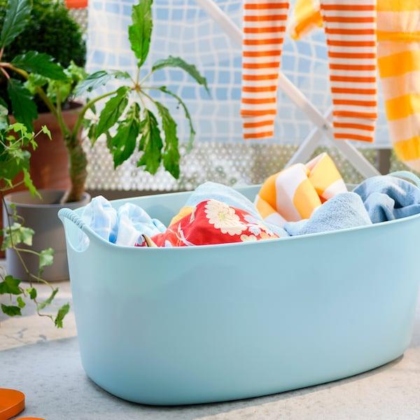 Consigli su come creare uno spazio lavanderia pratico e ordinato in bagno.