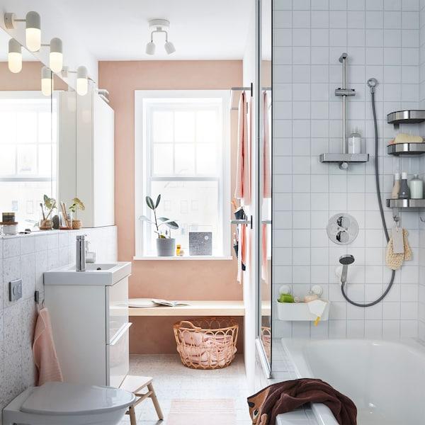 Corpul pentru lavoar GODMORGON de la IKEA este ideal pentru băile cu spații mici, urmând un rând de oglinzi GODMORGON și dulapuri de perete, alb lucios, pentru toate lucrurile pe care le ții în baie.