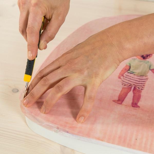Couper les bords avec un couteau de briseur