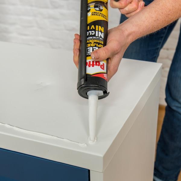 Coupez partiellement les coins pliés en haut et en bas.