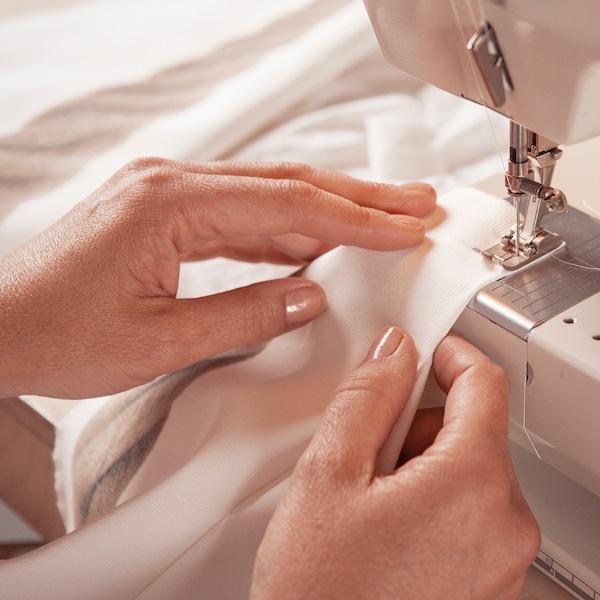 Cousez le «mur» du textile.
