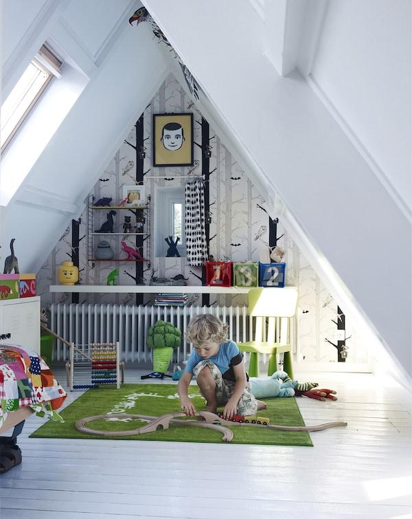 Crea un dormitorio infantil en la buhardilla o el desván.