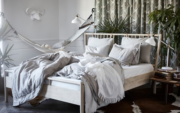 Create a natural feel to your bedroom with the BJÖRKSNÄS bed frame, RANARP lamp and STOCKHOLM coffee table.