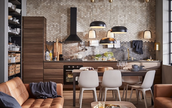 Create a sleek, modern kitchen with the door wings of the dark brown kitchen cabinet by IKEA VOXTORP. The walnut effect in the wood grain makes each door unique.