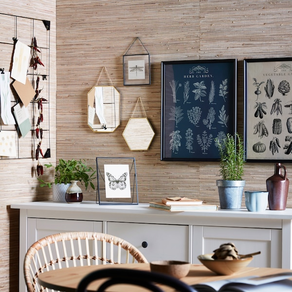 Create your own organic atmosphere at home with our great value new LERBODA glass frames, KNOPPÄNG frames with garden posters, LASSBYN mirrors and SÖSDALA memo boards to let you tell your own story.