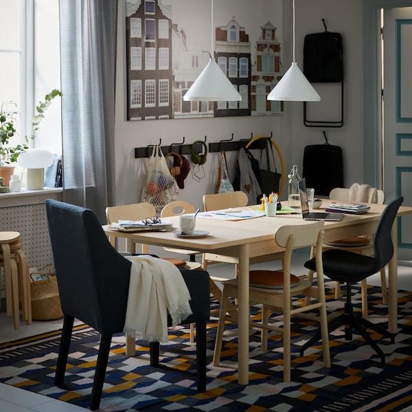 Créer une table à manger inclusive.