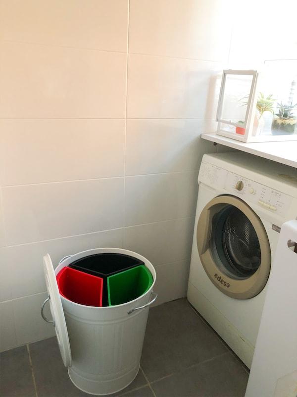 Cubo de reciclaje con tres compartimentos