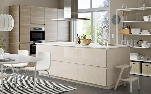 Arredo Cucina Moderna Ikea.Design Lineare E Colori Chiari Per Una Cucina Moderna Ikea