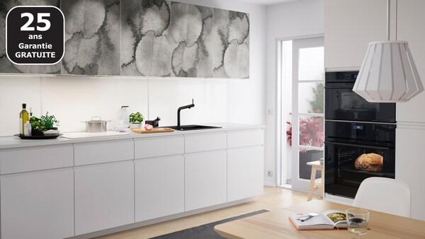 Cuisine blanche sans poignées VOXTORP IKEA
