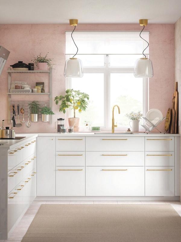 cuisine-ikea-blanc-poignees-dorees-KUNGSFORS-RINGHULT