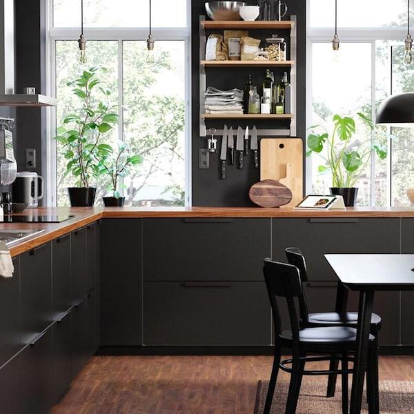 cuisine-noire-bois-ikea-KUNGSBACKA-moderne