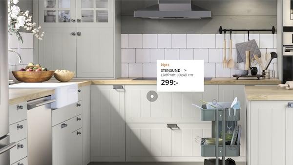 STENSUND köksluckor i ett ljust kök.