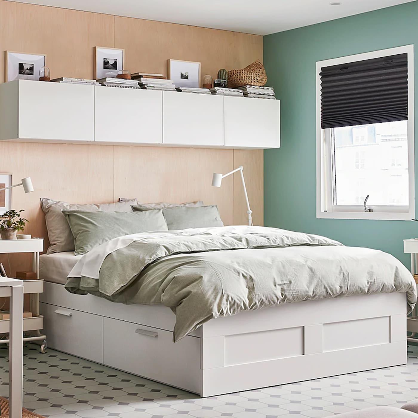 Senger og madrasser.