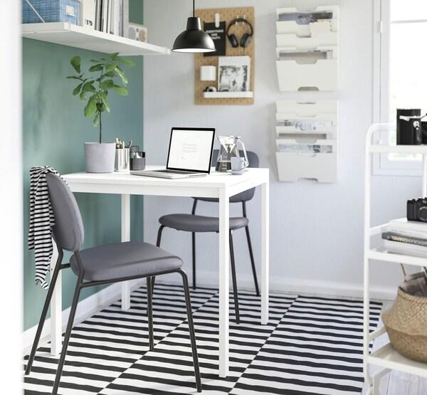 ダイニングテーブルセットは食事だけでなく、勉強したり工作をしたりと色んな用途に使えます