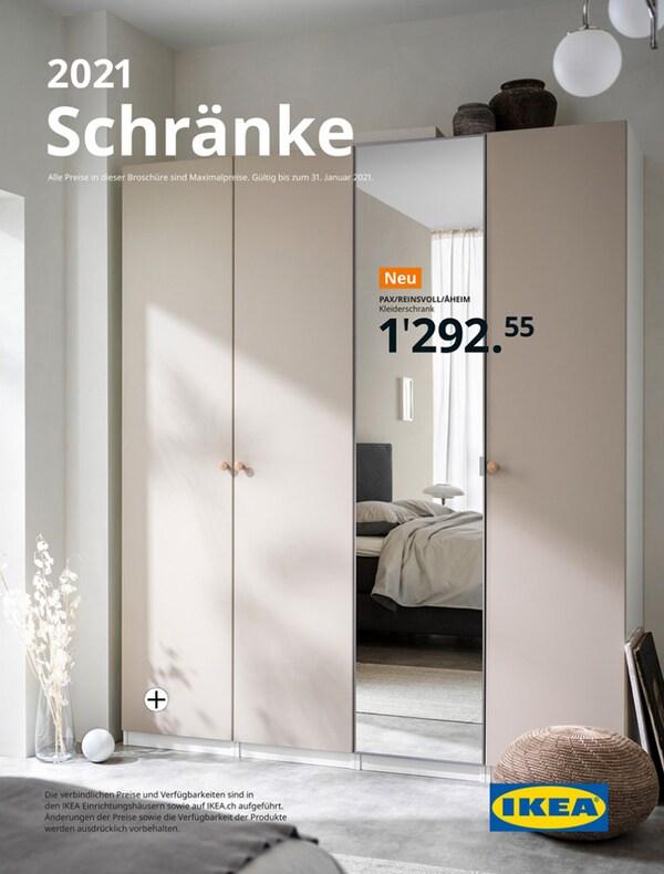 Das Cover einer IKEA Kleiderschrankbroschüre zeigt einen Kleiderschrank mit beigen und Spiegeltüren in einem Schlafzimmer.